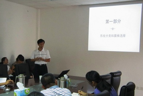 Assoc Prof. Qiu Weigang from CCNY gave an academic talk in the Institute of Food Crops